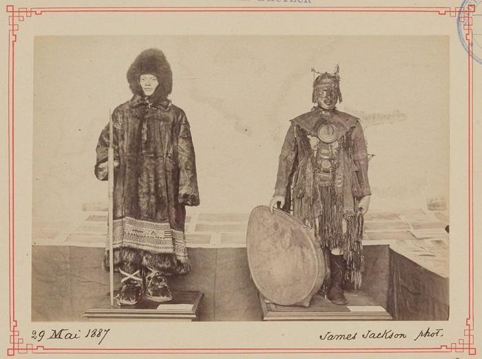 Одеяние меховое, с изысканным орнаментом и военное.