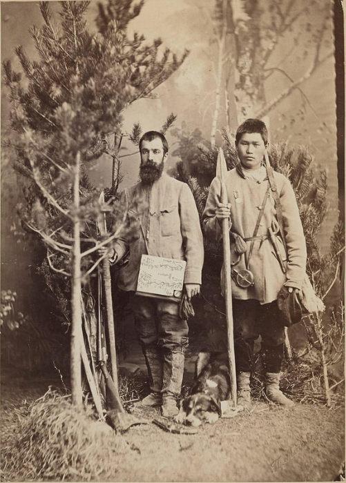 Племена освоили почти всю сибирскую горную тайгу от Енисея до Охотского моря, часть лесотундры и тундры к западу от Лены.