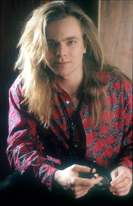 Пик популярности эстрадного певца, актера и композитора, известного своим оригинальным высоким голосом, пришелся на 90-е годы прошлого века. / Фото: tvidetz.funnypost.ru
