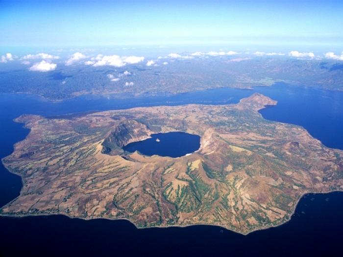 Вулкан Пойнт это остров в озере, находящемся на острове, расположенном в озере, находящемся на острове в Тихом океане.