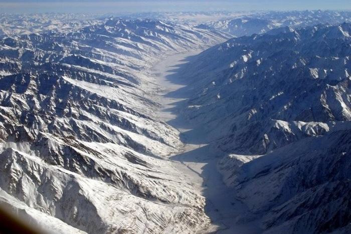 Узкая полоса представляющая собой суровую высокогорную территорию длиной около 295 км и шириной от 15 до 57 километров в долинах рек Памир, Вахан и Пяндж.