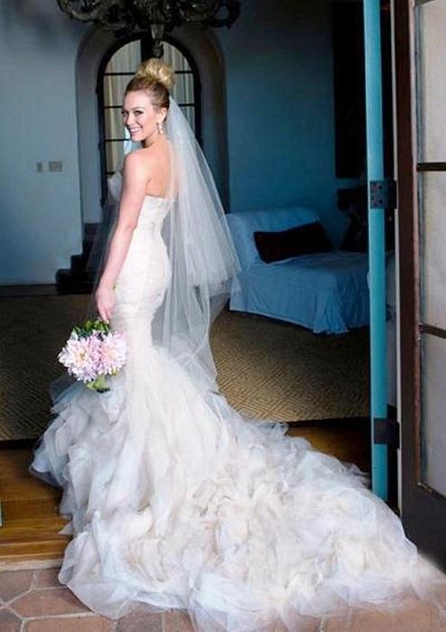 Хилари после долгих раздумий все же сказал «Да!» хоккеисту Майку Комри и была прекрасна на свадьбе в своем платье от Веры Вонг.