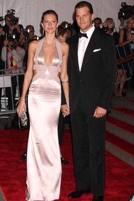 Жизель была просто обворожительна в своем розовом платье на Коста-Рике, где обвенчалась с Томом Брэди.