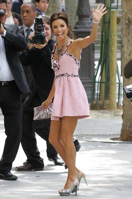 Мексиканская красотка блистала в коротком розовом платье от Шанель.