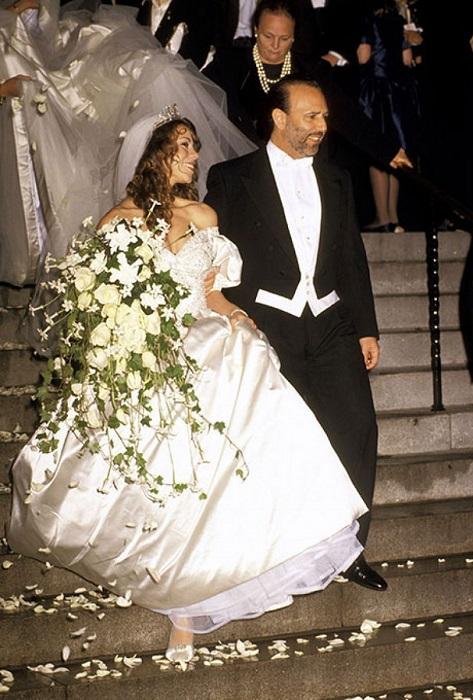 Красавица певица Мэрайя Керри выходит замуж в классическом платье от Vera Wang.