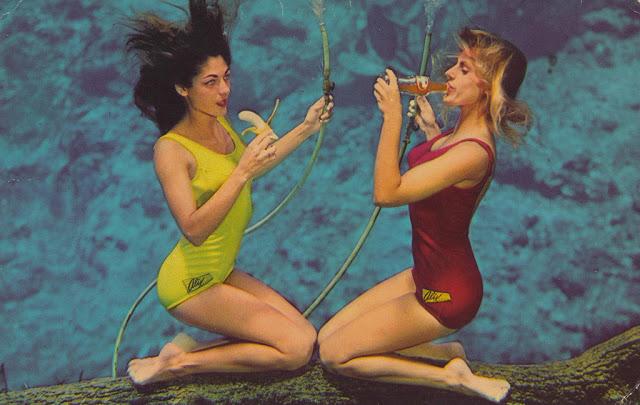 Особая методика подводного плаванья, давала возможность девушкам есть и даже пить под водой.