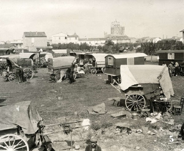 Цыганский походный лагерь. Франция, Сент-Мари, 1930 год.