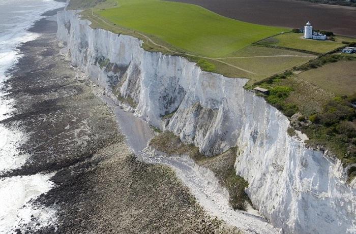 Клифы, обрамляющие английскую береговую линию пролива Па-де-Кале.
