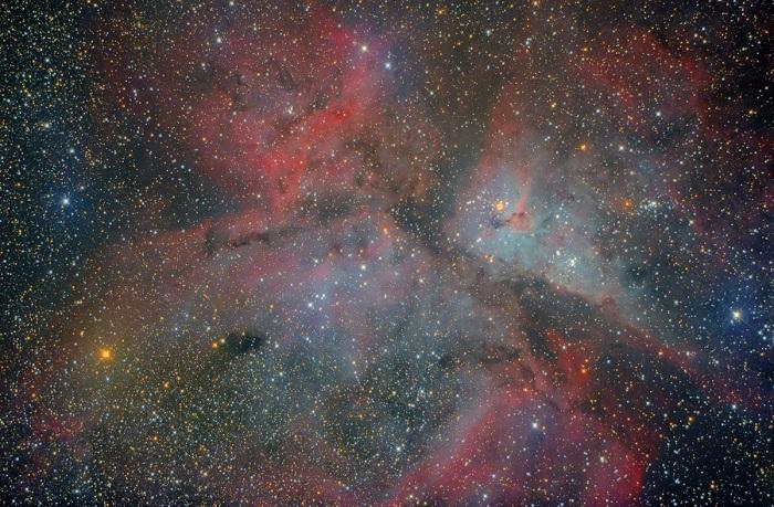 Двойная звезда-гипергигант, которая расположена в созвездии Киля.