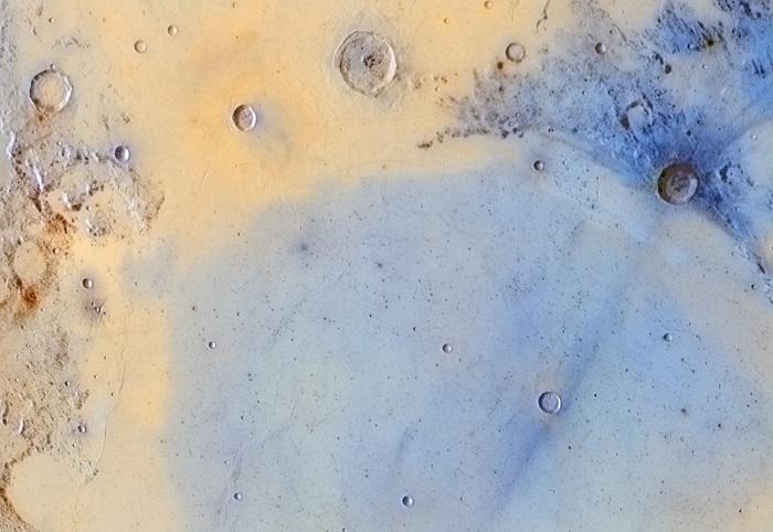 Ударные кратеры, которые находятся на поверхности Луны.