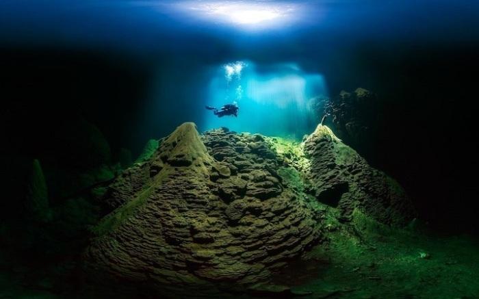 В открытой категории лучшим стал бразильский фотограф Марсио Кабрал (Marcio Cabral) со снимком дайвера в пещере Анхумасская бездна.