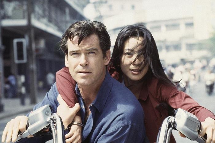 Гонконгская актриса Мишель в роли Вай Лин в фильме «Завтра не умрёт никогда», 1997 год.