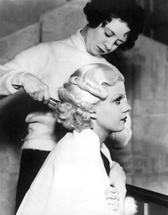 Эксперименты с длинной волос и их формой под чутким руководством парикмахера.