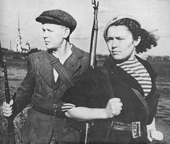 Девушка и юноша из Ленинградского народного ополчения.