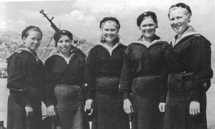 Экипаж катера-тральщика Т-611 Волжской военной флотилии.