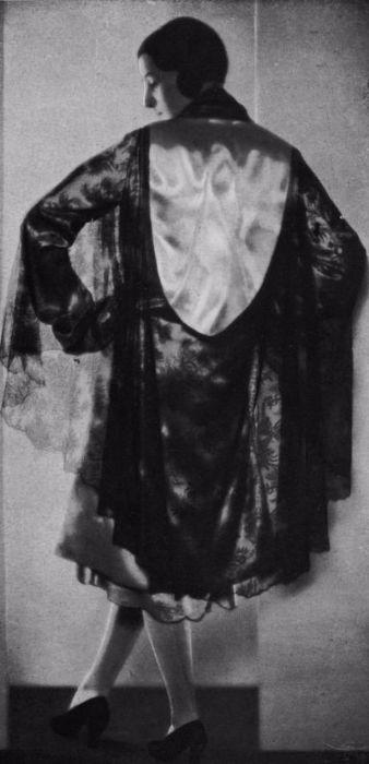 Вечернее и повседневное платье - халат носили женщины в начале 20 столетия.