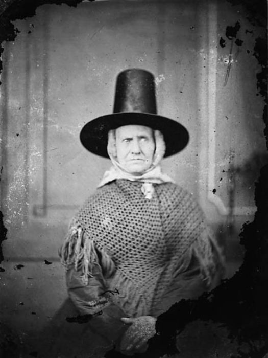 Мастера, изготавливавшие женские валлийские шляпы, могли бы по праву гордится своими изделиями.