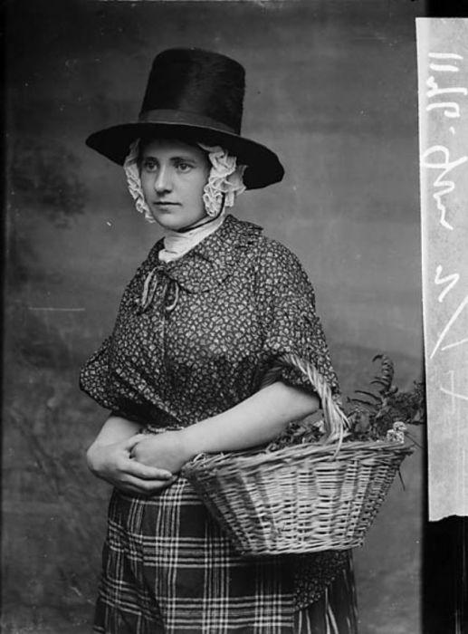 Невероятно, но до настоящего времени сохранилось около 300-т экземпляров оригинальных женских валлийских шляп!