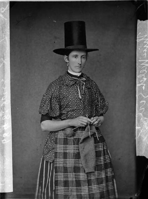 Национальный валлийский костюм возник на основе крестьянской одежды примерно в начале 1830-х годов.