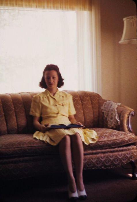 Для пошива одежды гражданскому населению в 1940-х годах использовался в основном материал, не требующий особого ухода - шерсть, хлопок, лен и синтетика.