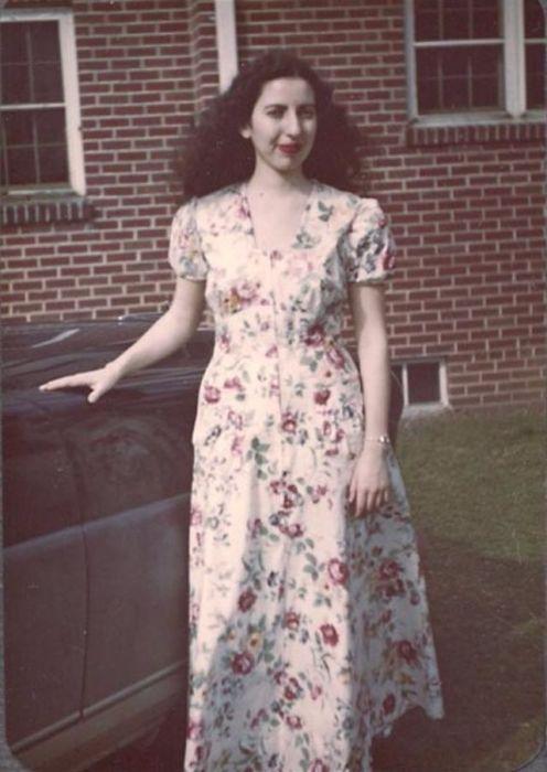 Ткани набивного типа с узором в цветочек или горошек были актуальны для юбок и платьев.