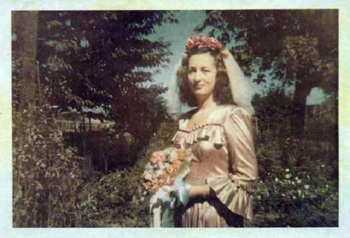 Большинство женщин носило чаще всего переделанную старую одежду: наволочки и одеяла самостоятельно перешивали на блузки, а из занавесок мастерили нарядные и свадебные платья.