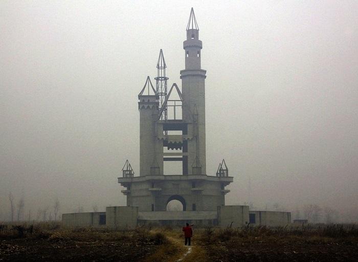 Заброшенный проект луна-парка, который мог стать самым большим развлекательным центром Азии.