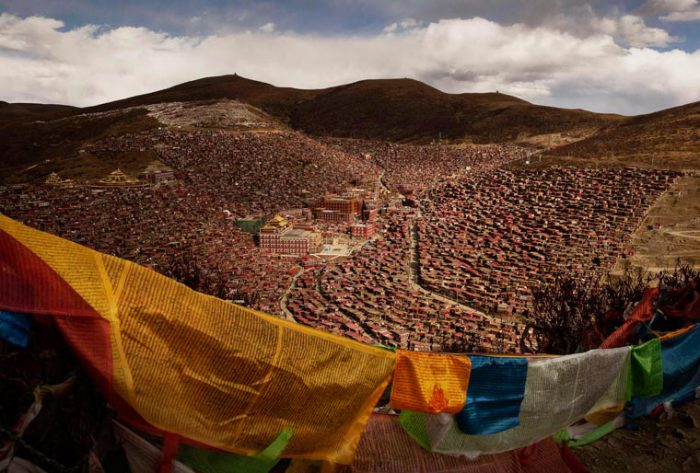 Ежегодное собрание тибетских буддистов и означает схождение Будды с небес.