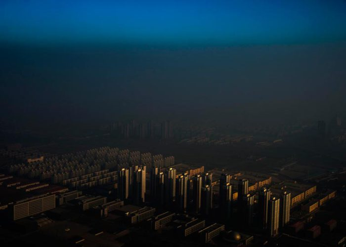 Чжан Лей-китайский город погруженный во мглу.