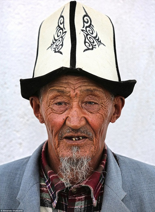 Коренной житель Киргизии в традиционном «калпаке» - войлочном головном уборе.
