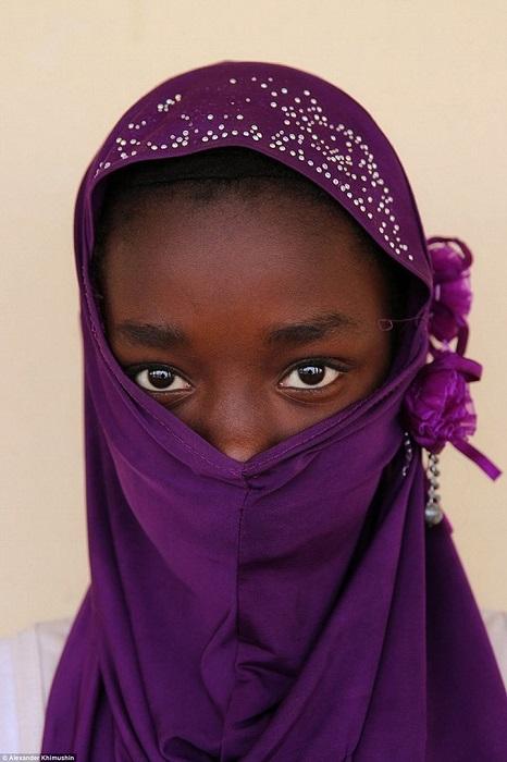 Традиционной женской одеждой в Мавритании является мелихва - отрез ткани, в который женщины оборачиваются с головы до ног.