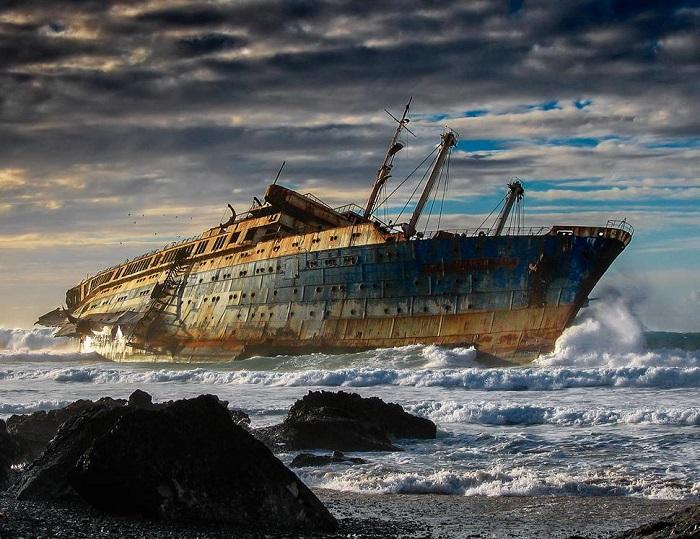 В настоящее время на берегу осталась небольшая часть киля от океанского лайнера «Звезда Америки».