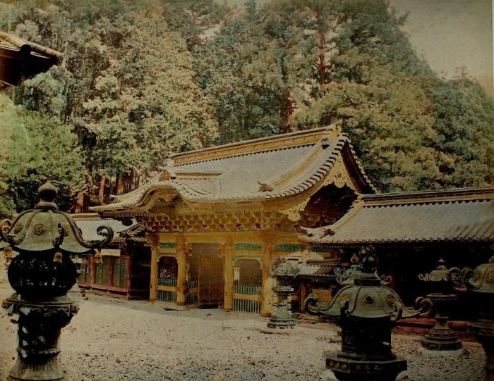 Ворота демониц - вход комплекс святилищ синтоизма и буддизма.