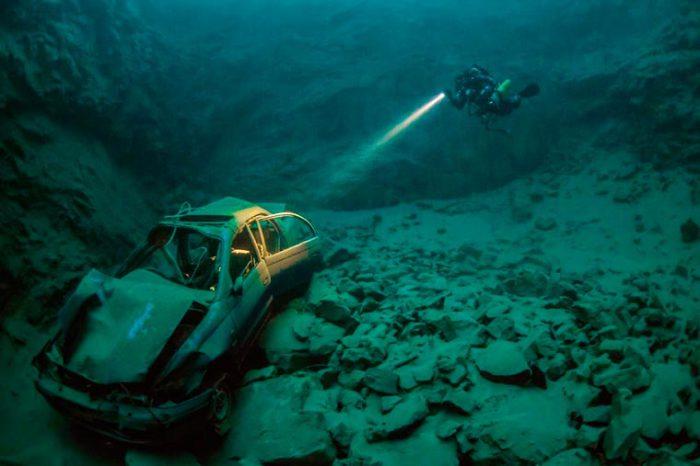 Затонувший автомобиль около Чипстоу, Уэльс. Фотограф: Marcus Blatchford.