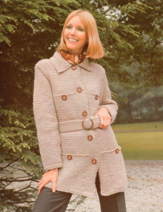 Вязаный кардиган с поясом – самая модная вещь в гардеробе женщины 1970-х годов.