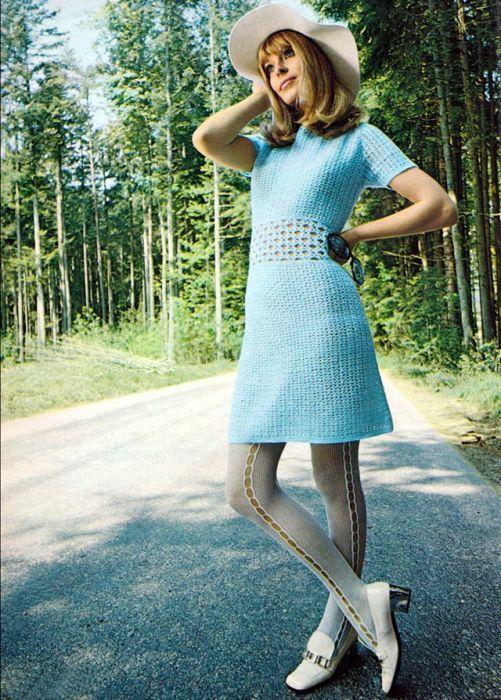 Легкое нежно-голубое летнее платье с ажурной талией.