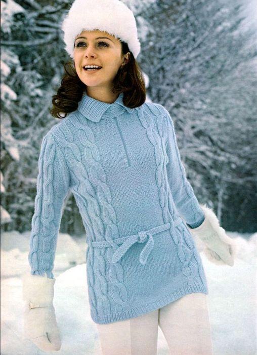 Удлиненный свитер с узорами-косами и элегантный поясом.