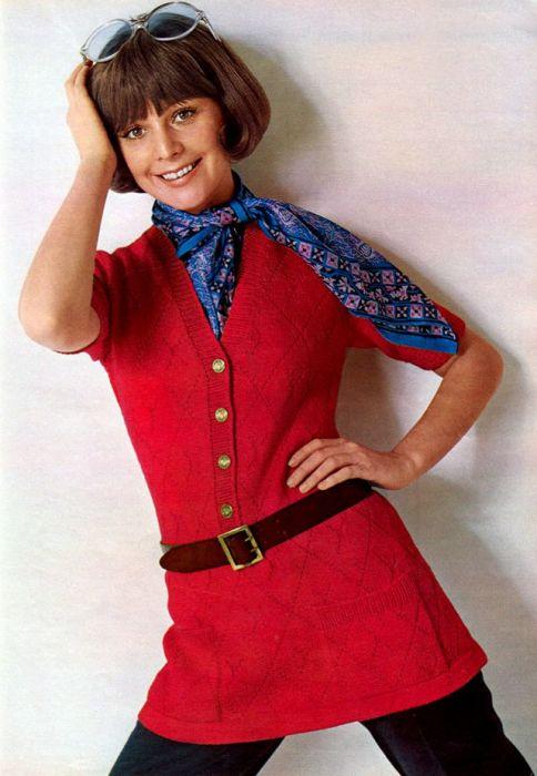 Вязаные вещи считались модной и комфортной одеждой.