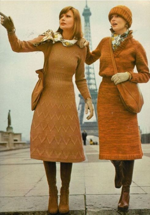 Женственные вязаные платья, которые визуально подчеркивают талию.
