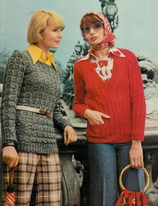 Вязаный свитер с поясом – привычный стиль 1970-х годов.