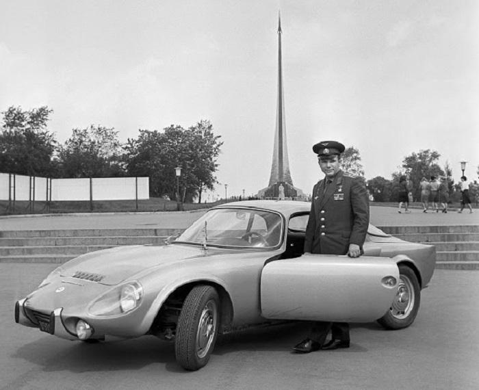 Французы подарили Гагарину гоночную машину Matra-Bonnet Jet VS, зная, что он увлекается быстрой ездой.