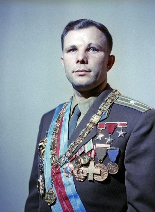 После космического полета на Юрия Гагарина обрушилась лавина наград.
