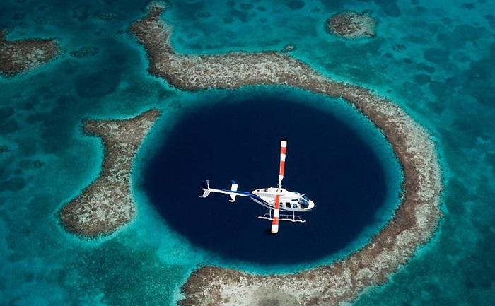 Коралловый риф «Большая голубая дыра».