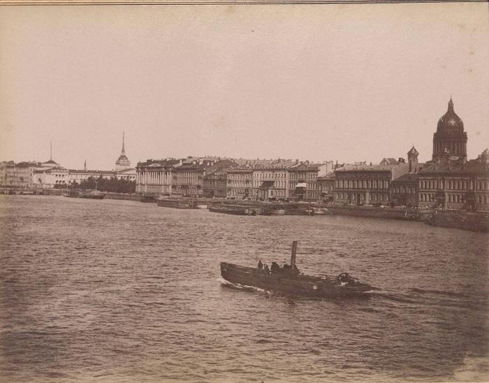 Набережная в центре Санкт-Петербурга.