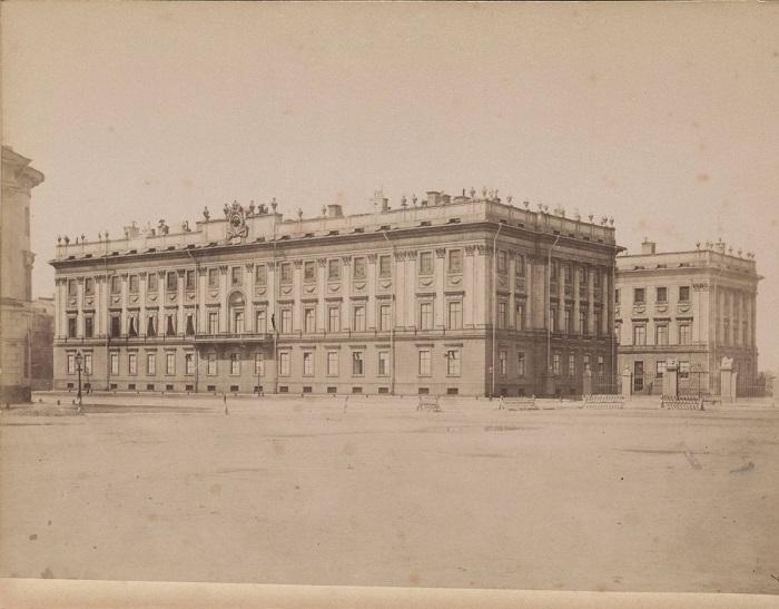 Дворец в центре Санкт-Петербурга.