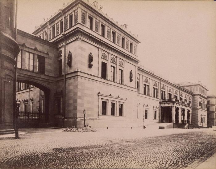 Музей изобразительного и декоративно-прикладного искусства.