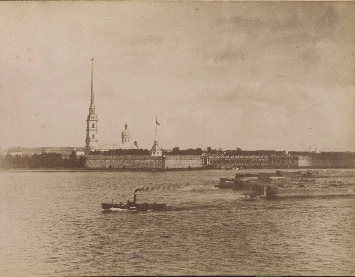 Вид на крепость в Санкт-Петербурге, расположенная на Заячьем острове.