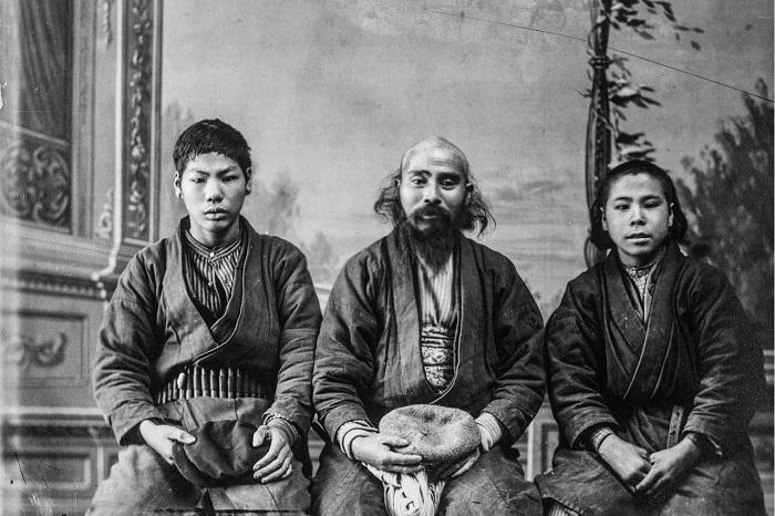 Исторические фотографии семейства айнов.