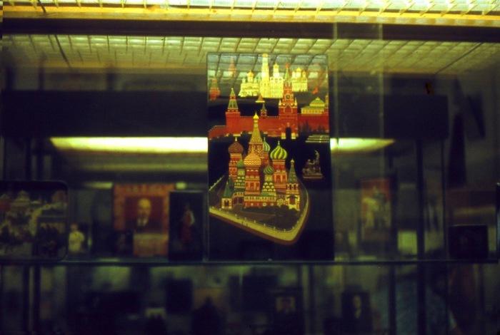 Главным символом Федоскинской лаковой миниатюры считается русская тройка.