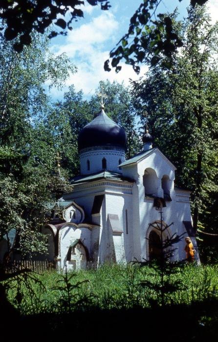 Спасская церковь в усадьбе Абрамцево.